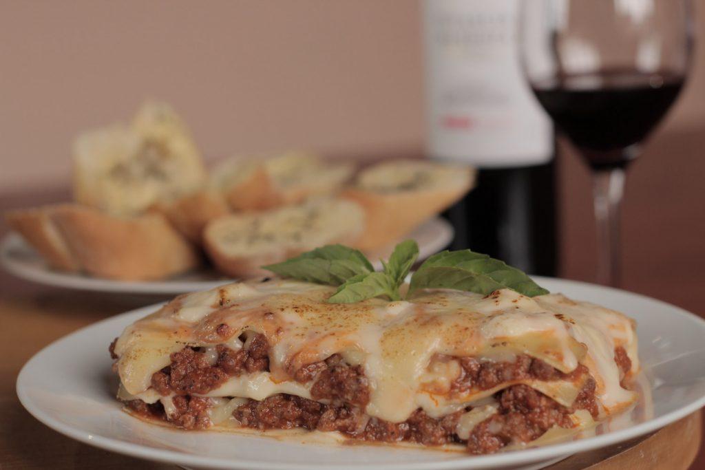 Lasagna y vino